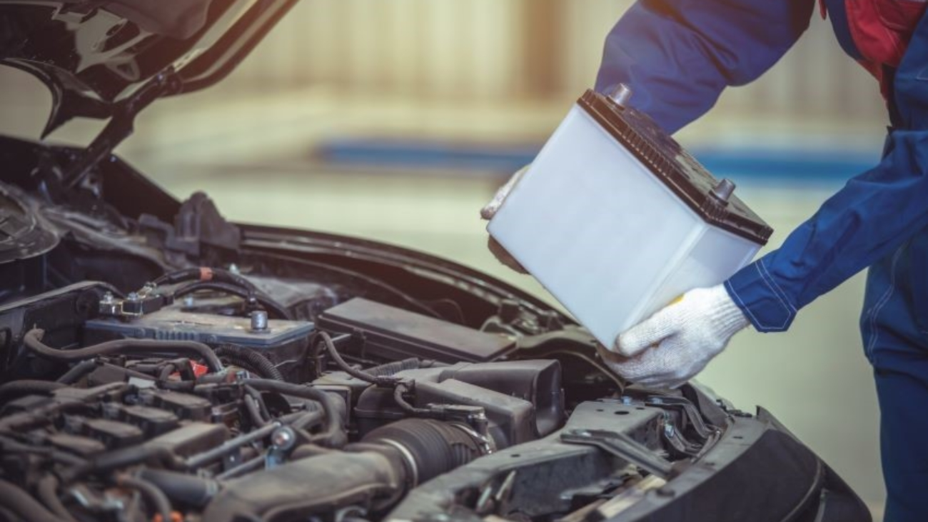cómo y cuándo cambiar la batería del coche
